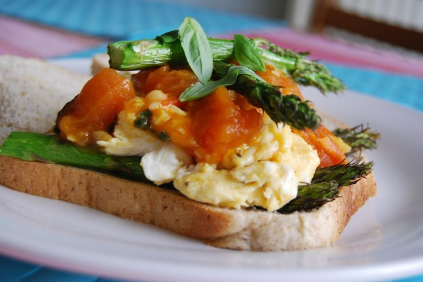 Asparagus and Tomatoes Scrambled Eggs