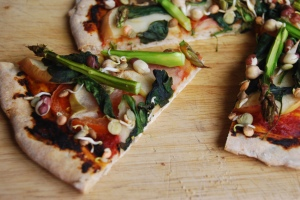 Vegan Apple, Spinach and Asparagus Pizza